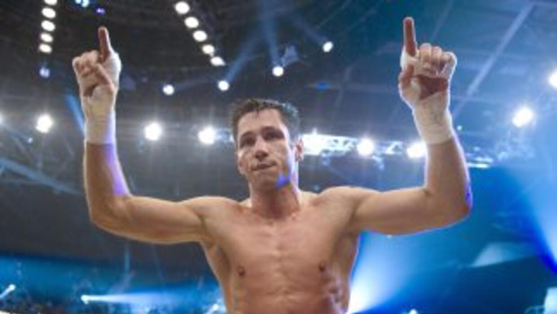 Felix Sturm noqueó a Radosevic en cuatro rounds.
