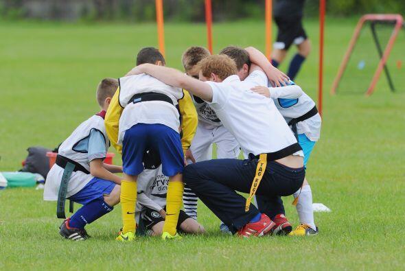 Antes de iniciar el juego Harry les explicó la estrategia a segui...