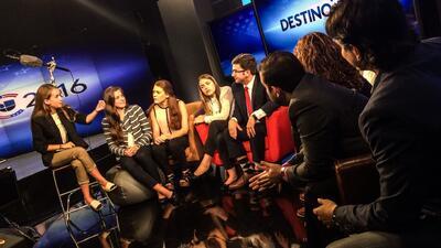 Jóvenes le toman la temperatura al debate republicano desde el sofá