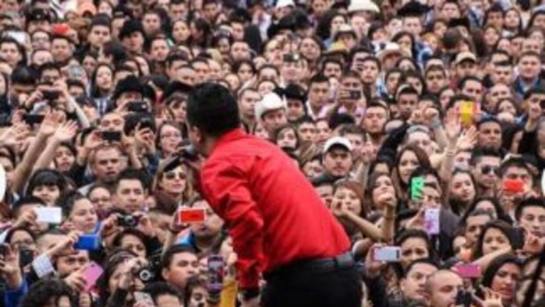 Gerardo Ortiz, La Arrolladora Banda el Limón, Voz de Mando, Grupo Kual?,...