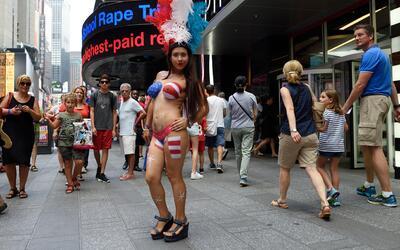 Mujeres semidesnudas son legales en Times Square