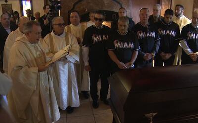 Así fue recibido el cuerpo de José Fernández en su misa de resurrección