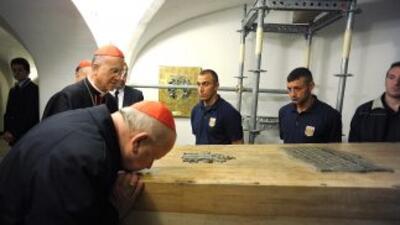 El féretro del Papa Juan Pablo II fue sacado de la tumba en las Grutas...