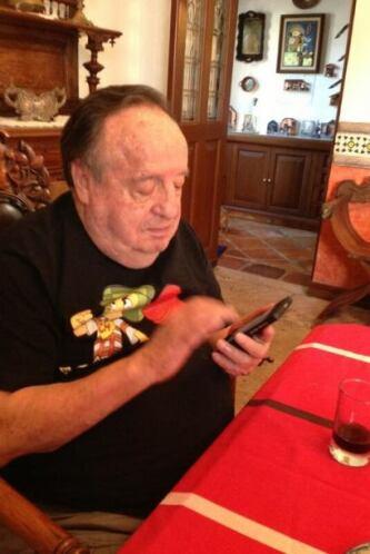 Estuvo en contacto con sus fans desde su cuenta de Twitter, en donde tie...