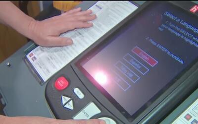 Donald Trump señala recibir quejas sobre las maquinas de votación en Texas