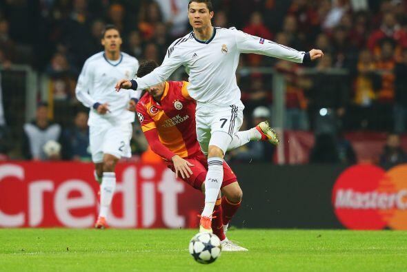 Cristiano Ronaldo encabezó los contragolpes blancos.