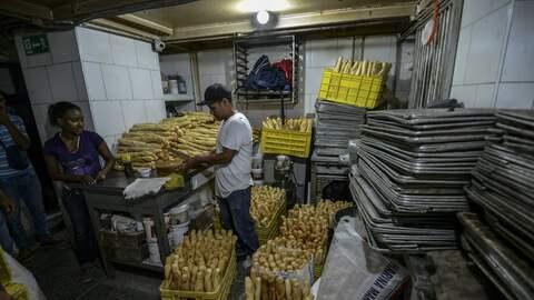"""La """"guerra del pan"""" declarada por Maduro comenzó en un..."""