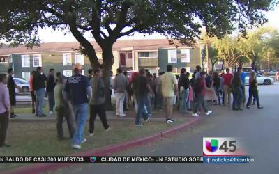 Realizan vigilia para recordar a estudiante hispano que murió atropellad...