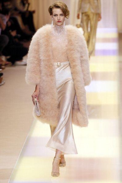 Si te gustan los clásicos, un abrigo, de aquellos enormes con pie...