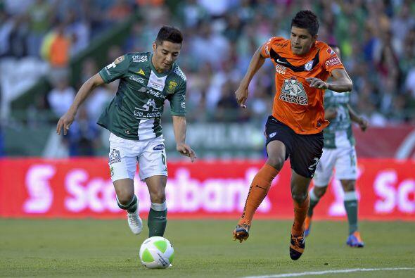 Miguel Herrera (8).- El jugador que mejor trabajo hizo en la líne...