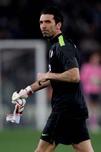 Otro jugador que cae ante la música de su país es el guardameta italiano...