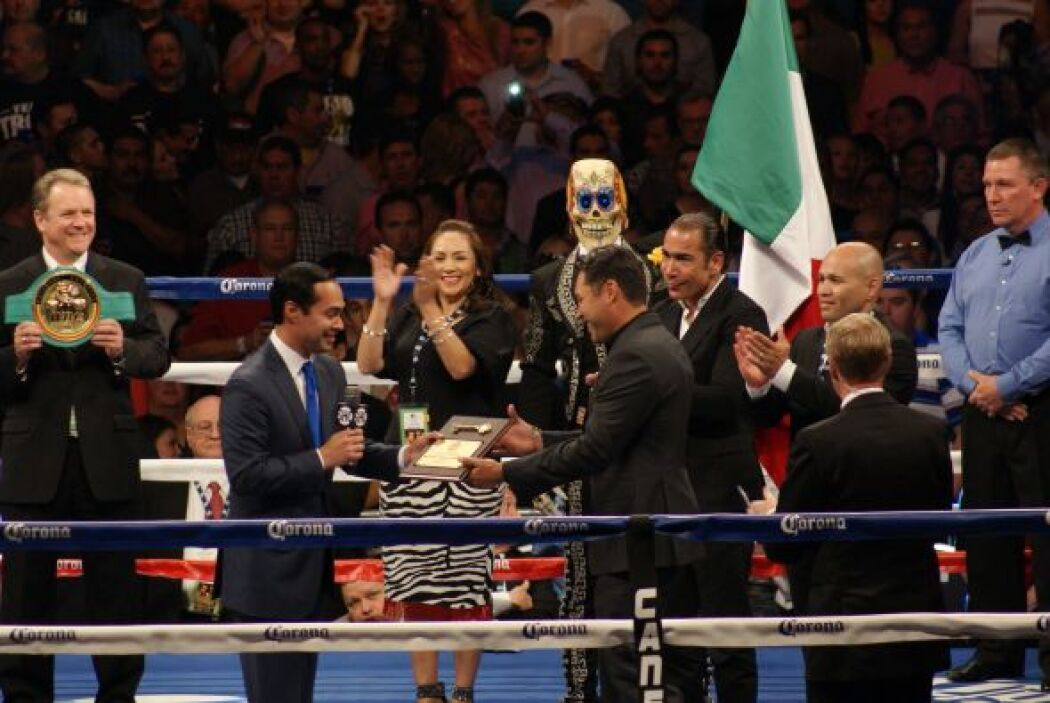 El alcalde de San Antonio, Julián Castro, entregó las llaves de la ciuda...