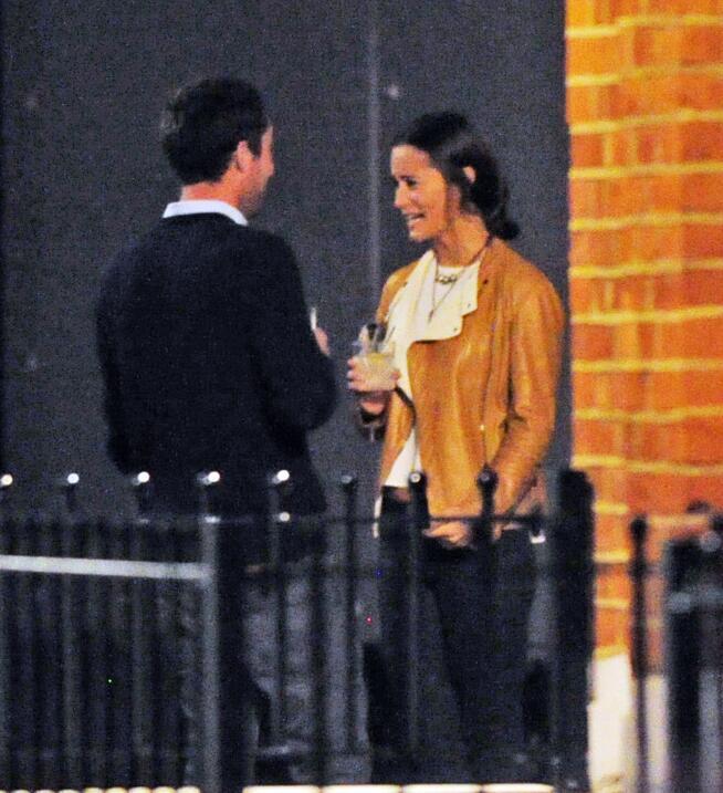 Pippa conoció a un nuevo chico en un bar.
