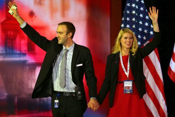 Simpatizantes del partido Republicano se tomaban fotos en el escenario d...