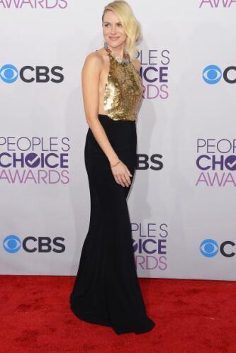 El vestido de Naomi Watts es magnífico, pero tenemos nuestras dudas de q...