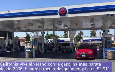 Hace más de una década que la gasolina en California no estaba tan barat...