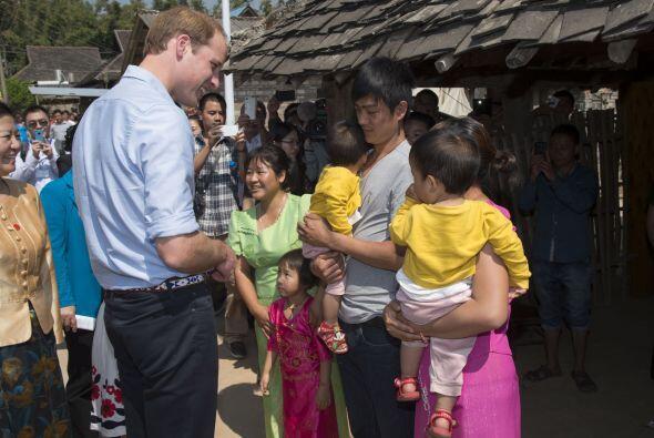 Las familias querían presentar al príncipe a los miembros más pequeños.