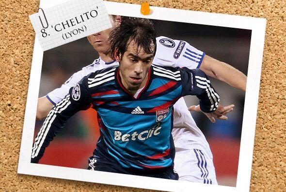 Por la izquierda otro argentino, César 'Chelito' Delgado, al que...