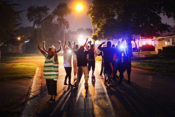 La protesta subió de tono y la policía respondió con gases lacrimogenos...