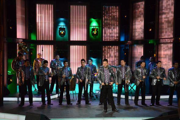 Los 18 integrantes de Banda el Recodo deleitaron con uno de los temas de...