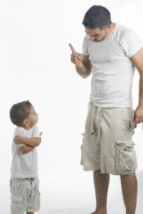 Así, muchos padres que se valen de 'insinuaciones' o castigos pueden est...