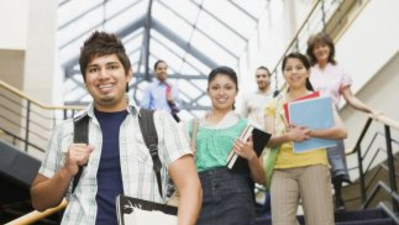 La brecha educativa entre la mayoría y las minorías en EEUU disminuye le...