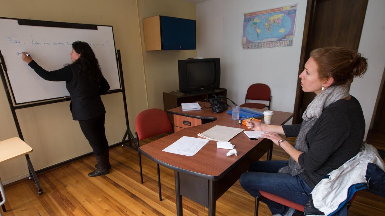 Muchos estadounidenses aprovechan su visita a Ecuador para aprender espa...