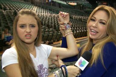Gaby le pide consejos a Claudia Molina para el reto de Osmel.