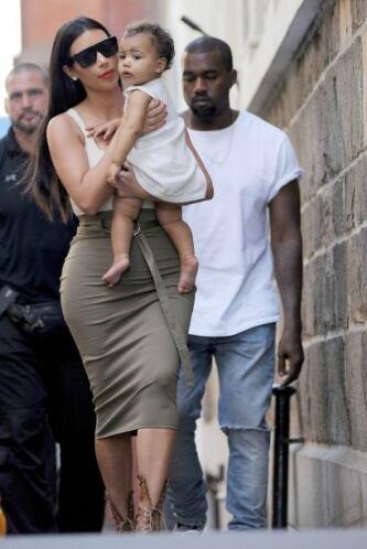 Kim y Kanye quieren estar juntos en la medida de lo posible.Mira aquí lo...