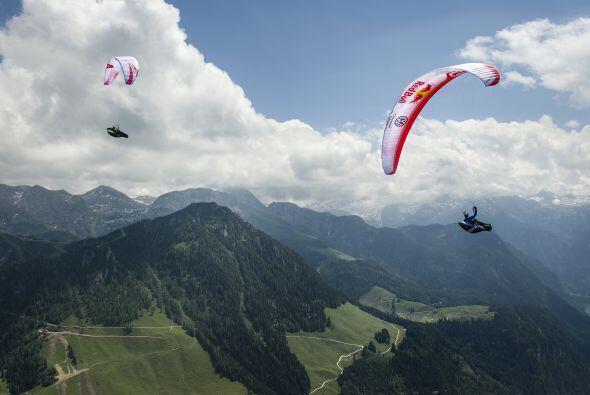 El vuelo en parapente es la actividad más emocionante que se pueda reali...