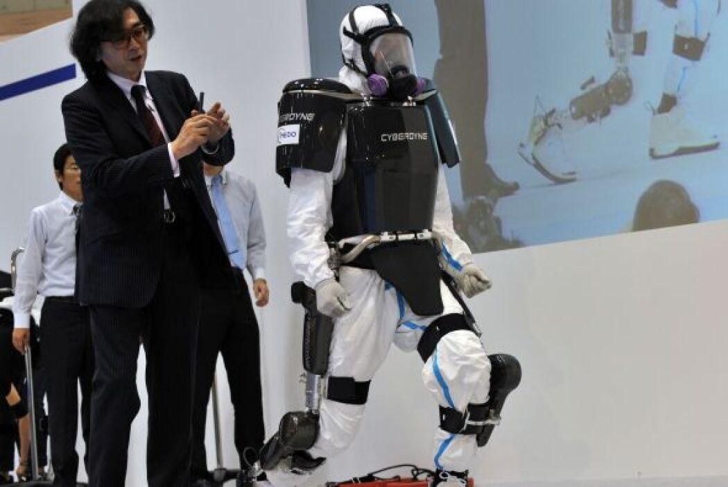 La empresa japonesa Cyberdyne y un equipo de investigación de la univers...