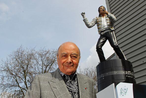 "Al Fayed dijo que ""la gente va a venir a ver la estatua de todas partes..."