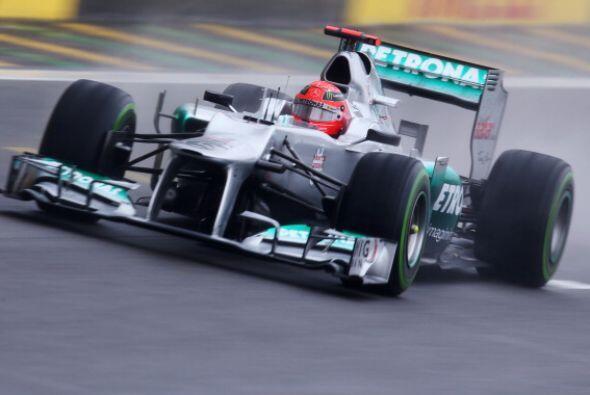 El 23 de diciembre de 2009 anunció su vuelta a la F1 con Mercedes...