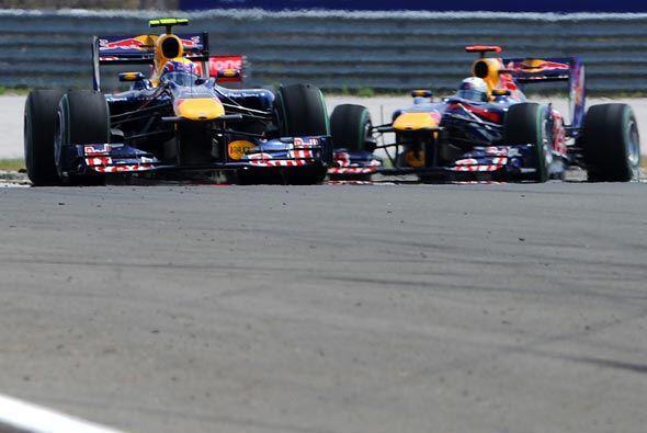 Sin embargo, en la vuleta 41 Vettel y Webber chocaron y se auto eliminaron.