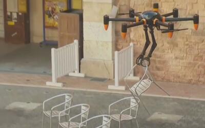 Así es el primer dron con brazos