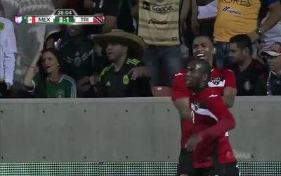 Goooolll!! Keron Cummings mete el balón y marca para Trinidad