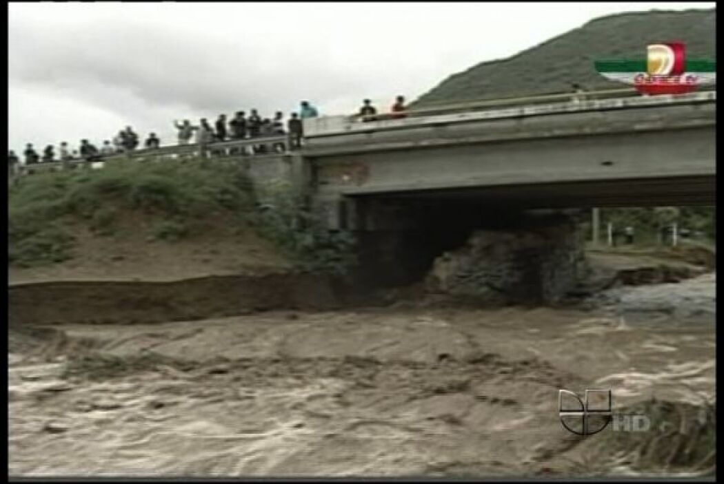 Las dificultades para accesar a la zona del desastre en la comunidad de...