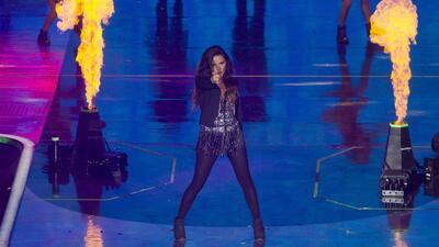 Maite llenó de sensualidad el escenario con su actuación musical.