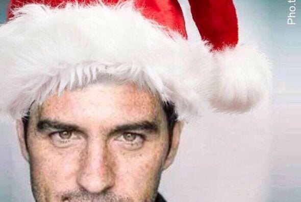 Mauricio Ochmann ya se pusó el gorrito de Santa para repartír sonrisas y...