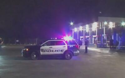 Un hombre hispano muere tras ser baleado por otro en una gasolinera sobr...