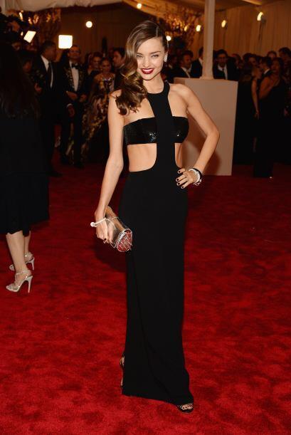Miranda Kerr posee las curvas para usar un modelito tan atrevido de Mich...