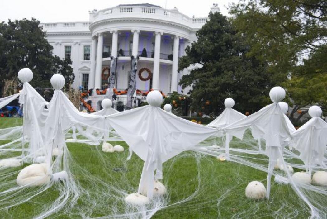 El presidente Barack Obama y su familia presentaron una colorida decorac...