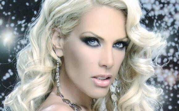 Lorena Herrera figura entre las reinas de los desfiles gay.