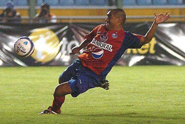Estirpe de goleador, Plata es también el máximo anotador en los clásicos...