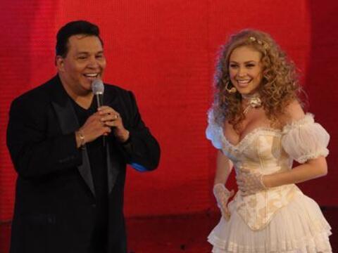 Tony Flores y Aracely Arámbula compartieron el escenario del Tele...