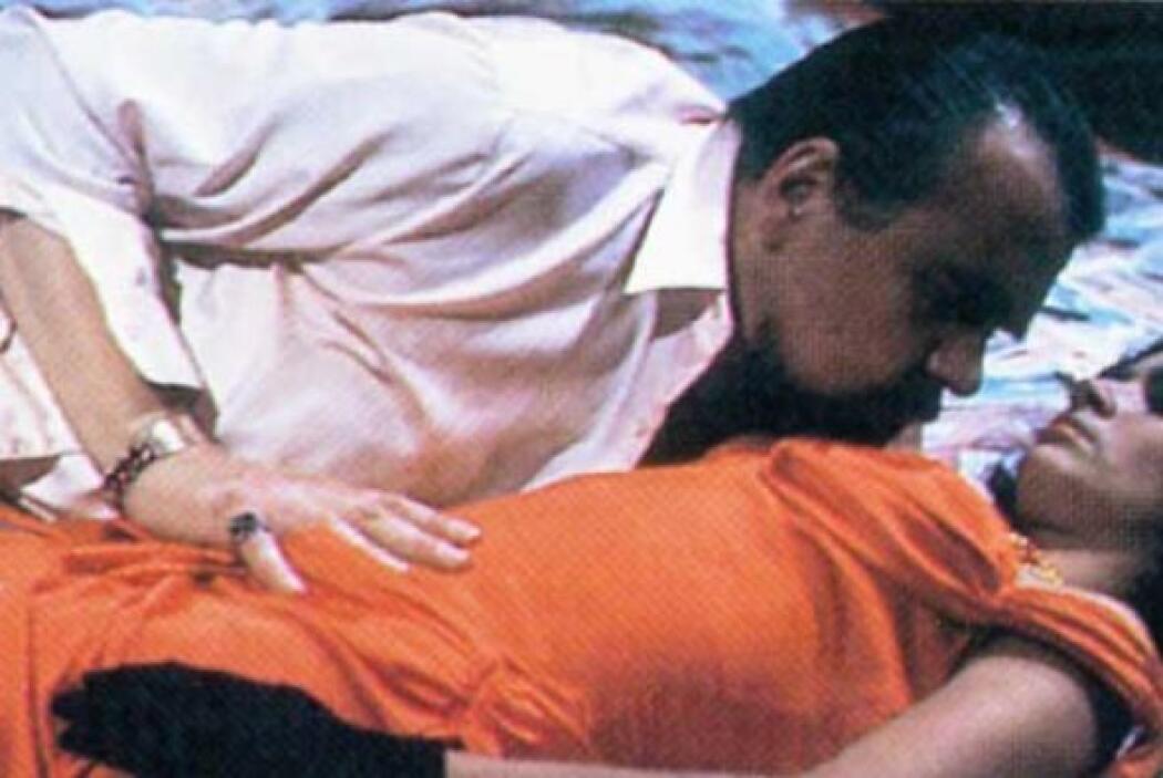 García Márquez también ha co-escrito con otros colegas varios guiones de...