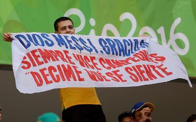 Esta fue la pancarta de un aficionado brasileño durante el partid...