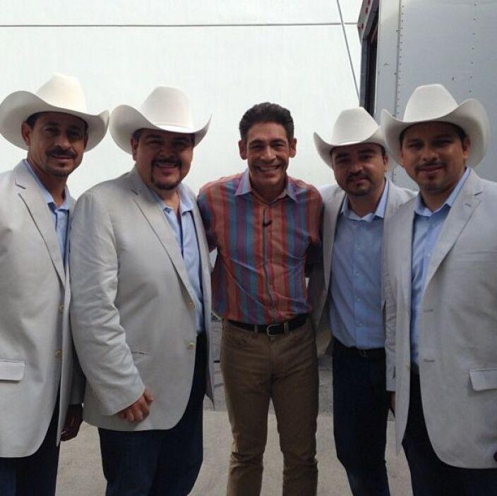 """""""Foto para el recuerdo con mis amigos del @grupo_pesado que estuvieron a..."""