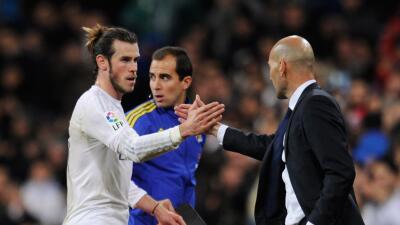 Gareth Bale es sustituido luego de su hat-trick.