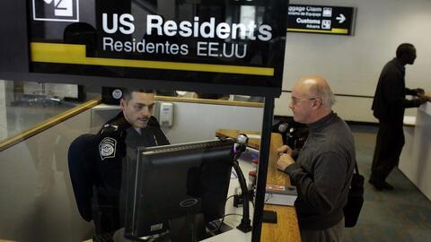 Si eres residente permanente aún te pueden referir a un oficial de depor...